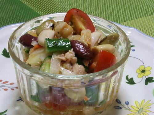 今日のキムチ料理レシピ:ミックスビーンズとキムチのサラダ