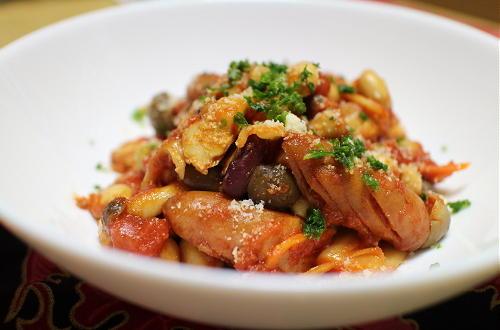 今日のキムチレシピ:ソーセージとミックスビーンズのキムチトマト煮
