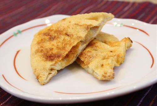 今日のキムチ料理レシピ:餅とキムチの油揚げ包み焼き