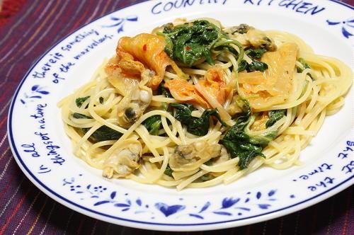 今日のキムチ料理レシピ:モロヘイヤとキムチのクリームパスタ