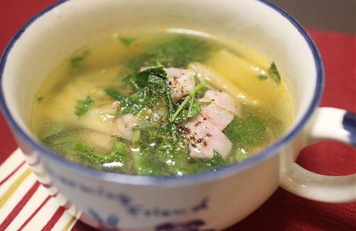今日のキムチ料理レシピ:モロヘイヤとキムチのスープ