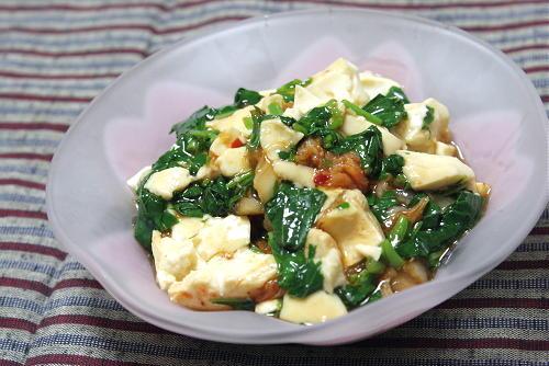 今日のキムチ料理レシピ:モロヘイヤとキムチの混ぜ豆腐