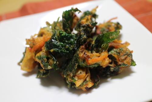 今日のキムチ料理レシピ:モロヘイヤとキムチのかき揚げ
