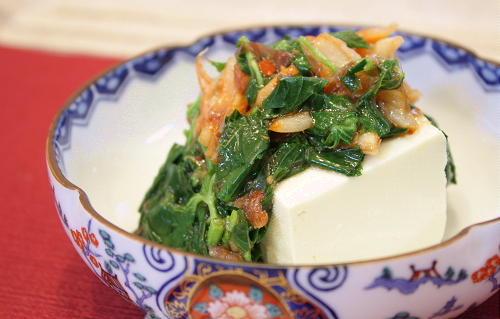今日のキムチ料理レシピ:モロヘイヤとキムチの冷奴