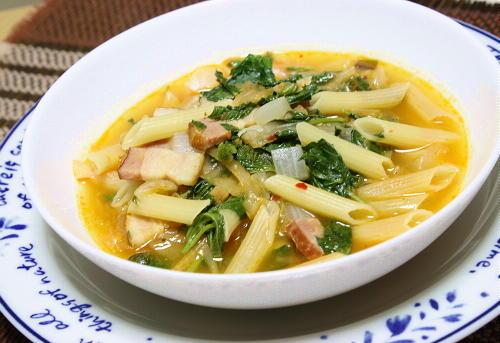 今日のキムチ料理レシピ:モロヘイヤとキムチのパスタスープ