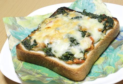今日のキムチ料理レシピ:モロヘイヤキムチトースト
