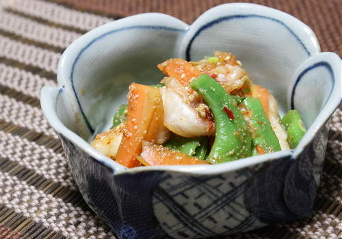 今日のキムチ料理レシピ:モロッコいんげんとキムチのごま和え
