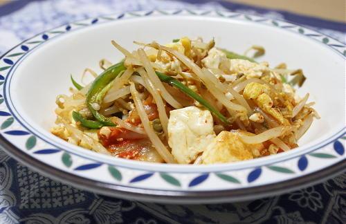 今日のキムチ料理レシピ:もやしとキムチのチャンプルー