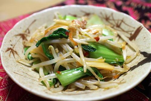 今日のキムチ料理レシピ:もやしと青梗菜のキムチ炒め