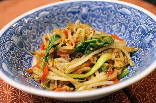 今日のキムチ料理レシピ:もやしと彩野菜のピリ辛ひき肉炒め