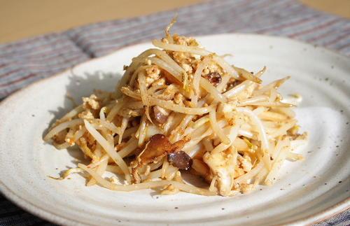 今日のキムチ料理レシピ:もやしとキムチのごまみそマヨ炒め