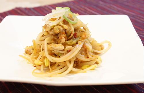今日のキムチ料理レシピ:豆モヤシのキムチ肉味噌