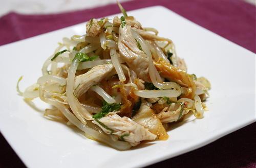 今日のキムチ料理レシピ:もやしとキムチのサラダ