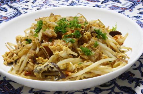 今日のキムチ料理レシピ:もやしとキムチのソース炒め