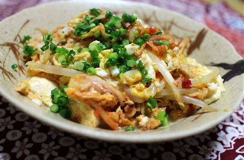 今日のキムチ料理レシピ:豆腐とツナとキムチの卵とじ