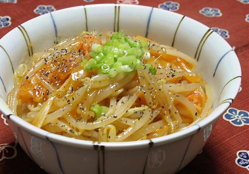 今日のキムチ料理レシピ:もやしキムチ丼