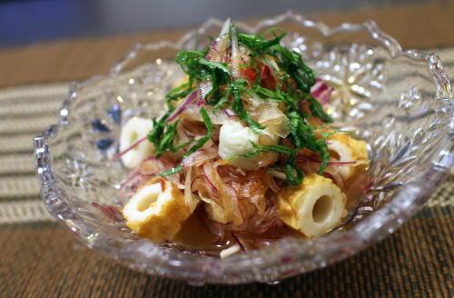 今日のキムチ料理レシピ:紫タマネギのピリ辛和え