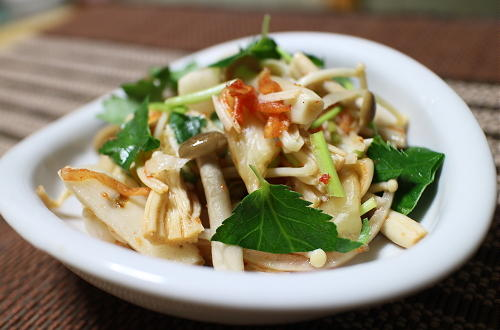 今日のキムチ料理レシピ:長芋とキノコの甘酢キムチ和え