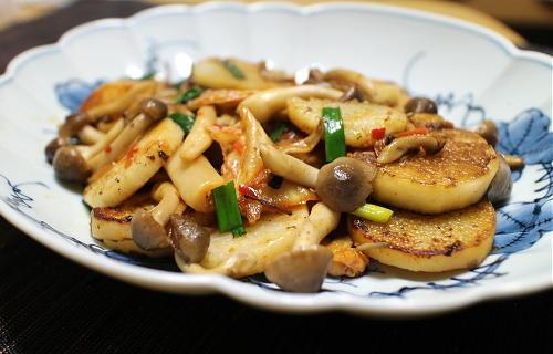 今日のキムチレシピ:長いもとしめじのキムチ炒め