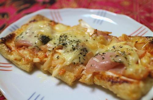 今日のキムチ料理レシピ:生ハムとキムチの油揚げピザ
