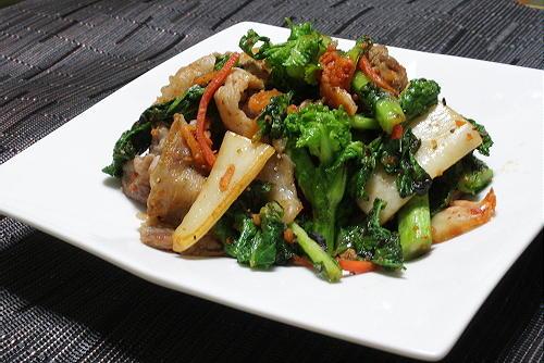 今日のキムチ料理レシピ:菜の花と豚肉のキムチ炒め