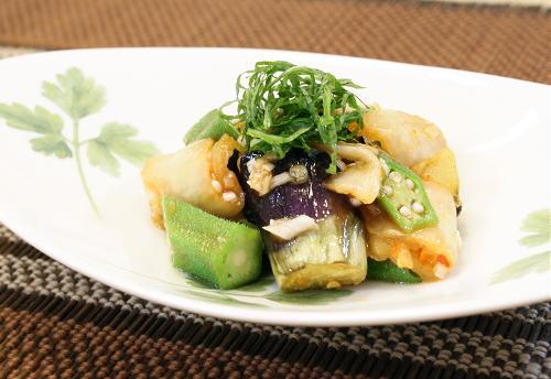 今日のキムチ料理レシピ:ナスとオクラとキムチの甘酢和え