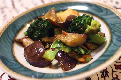 今日のキムチ料理レシピ:なすとブロッコリーのキムチ炒め