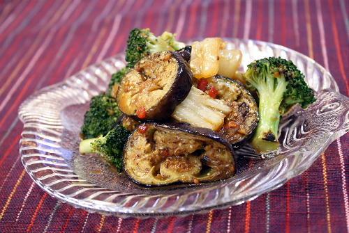 今日のキムチ料理レシピ:焼きナスとブロッコリーのキムチマリネ