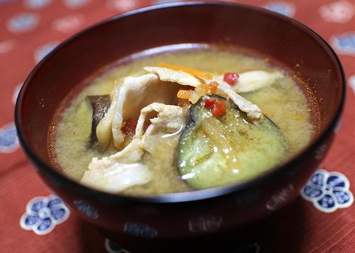 今日のキムチ料理レシピ:茄子とキムチのお味噌汁