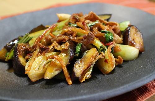 今日のキムチ料理レシピ:なすとチンゲン菜のキムチ炒め