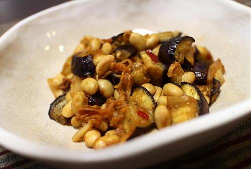 今日のキムチ料理レシピ:なすと大豆のキムチみそ炒め