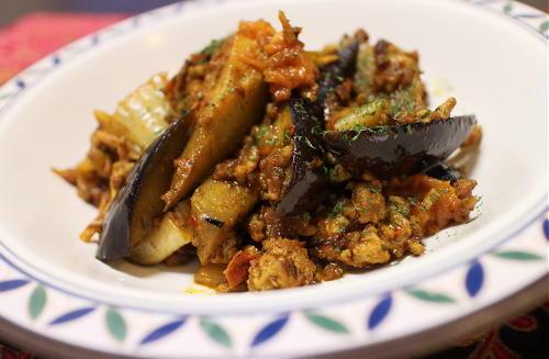 今日のキムチ料理レシピ:茄子とキムチのカレーひき肉炒め