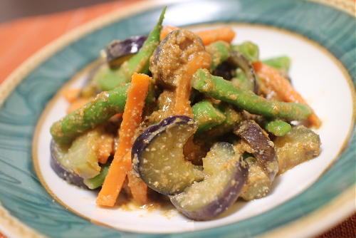 今日のキムチ料理レシピ:茄子といんげんのピリ辛ごま和え
