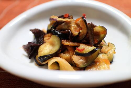 今日のキムチ料理レシピ:茄子ときくらげのキムチ和え