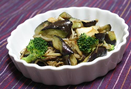 今日のキムチ料理レシピ:なすときのこのガーリック炒め