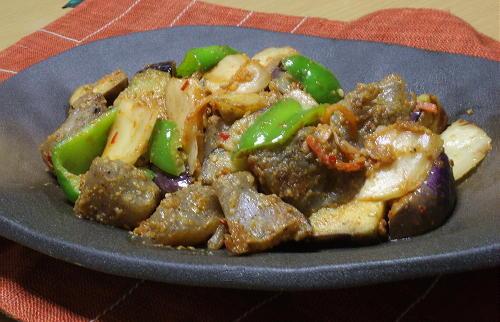 今日のキムチ料理レシピ:茄子とこんにゃくとキムチのごまみそ炒め