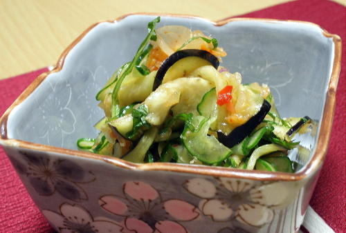 今日のキムチ料理レシピ:胡瓜と茄子とキムチの簡単漬け物