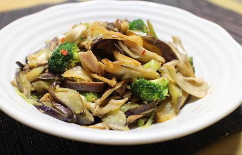 今日のキムチレシピ:ナスと舞茸のキムチツナ炒め