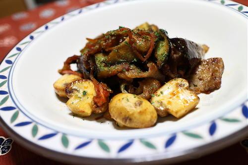 今日のキムチ料理レシピ:茄子とマッシュルームとキムチの甘酢炒め