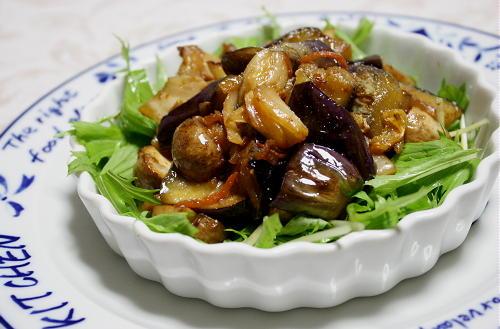 今日のキムチ料理レシピ:なすとマッシュルームのキムチサラダ