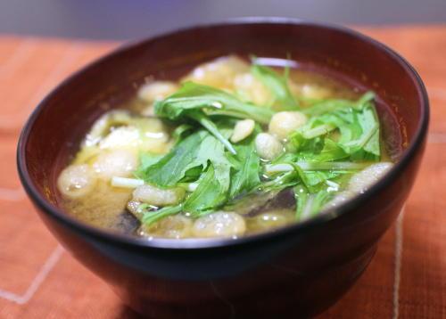 今日のキムチ料理レシピ:ナスとキムチのお味噌汁