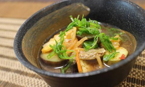 今日のキムチ料理レシピ:なすとキムチのお味噌汁