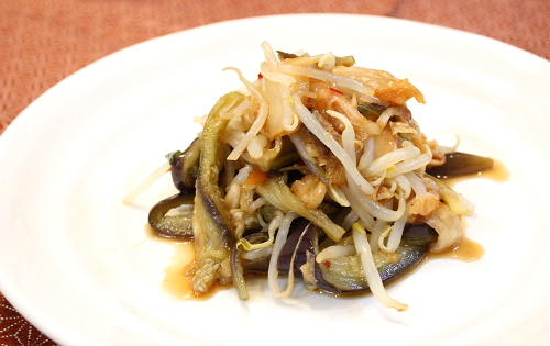 今日のキムチ料理レシピ:蒸しなすのキムチサラダ
