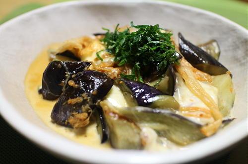今日のキムチ料理レシピ:なすとモッツァレラチーズのキムチ炒め
