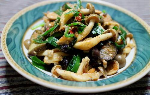 今日のキムチ料理レシピ:茄子としめじのピリ辛ごま和え