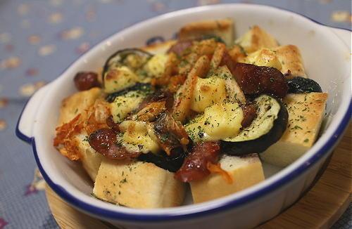 今日のキムチ料理レシピ:なすとキムチとパンのオーブン焼き