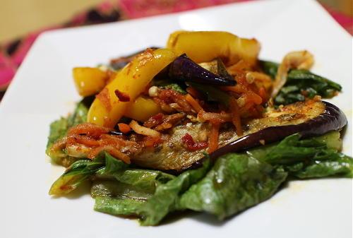 今日のキムチ料理レシピ:なすとパプリカのピリ辛甘酢炒め