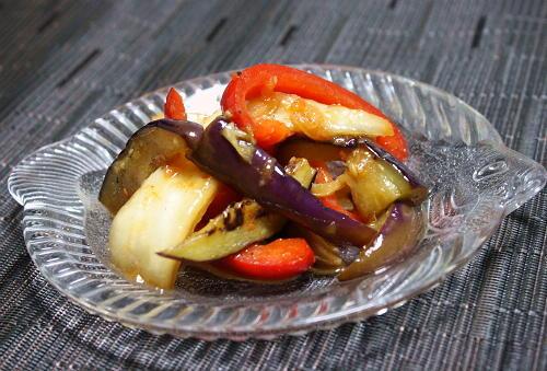 今日のキムチ料理レシピ:茄子とパプリカのキムチマリネ