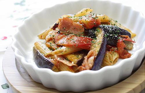 今日のキムチ料理レシピ:ナスとトマトのキムチペンネ