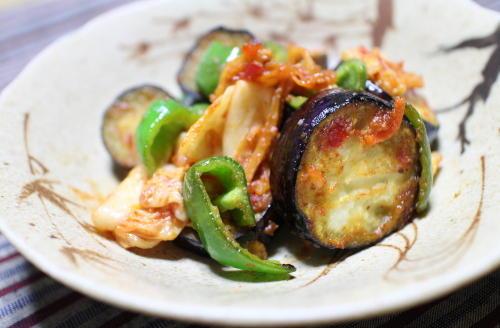 今日のキムチ料理レシピ:ナスとピーマンとキムチの味噌マヨ炒め